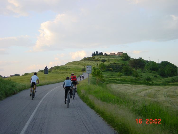 Foto: Manfred Karl / Mountainbiketour / Rund um den Lago di Chiusi / Bergauf - bergab auf wenig befahrenen Landstraßen / 06.05.2008 19:44:04