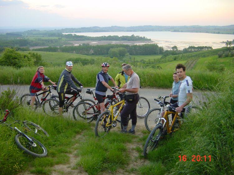 Foto: Manfred Karl / Mountainbike Tour / Rund um den Lago di Chiusi / Das Mitführen einer Landkarte schadet nicht, allzu schnell landet man sonst in einer Sackgasse. / 06.05.2008 19:42:49