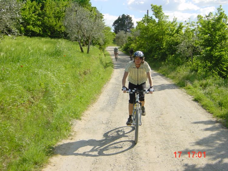 Foto: Manfred Karl / Mountainbike Tour / Rund um den Lago di Chiusi / Im Frühjahr am schönsten, wenn alles blüht und noch grün ist. / 06.05.2008 19:41:57