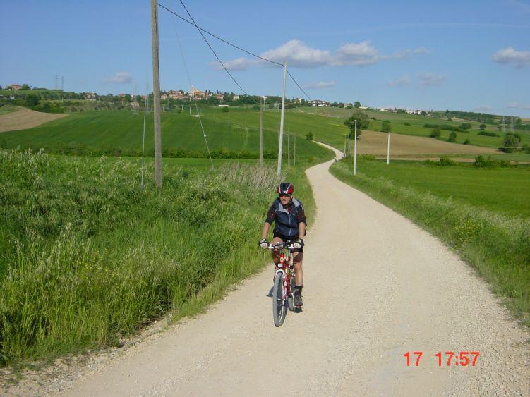 Foto: Manfred Karl / Mountainbiketour / Rund um den Lago di Chiusi / Gemütliches Dahinradeln rund um den See / 06.05.2008 19:40:28