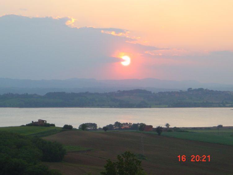 Foto: Manfred Karl / Mountainbike Tour / Rund um den Lago di Chiusi / Blick auf den Lago kurz vor Sonnenuntergang / 06.05.2008 19:39:05
