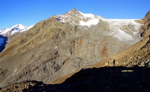 Foto: vince 51 / Wandertour / Vom Hochjoch-Hospiz auf die Mutspitze / Mutspitze mit Kesselwandferner / 04.11.2007 20:18:25