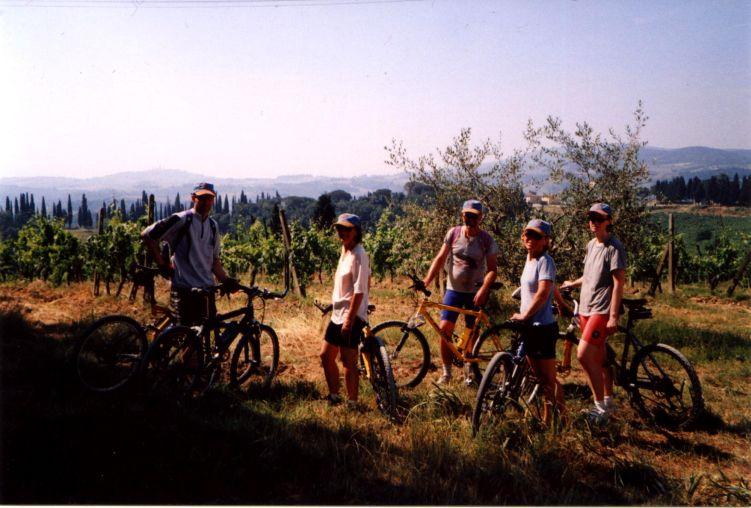 Foto: Manfred Karl / Mountainbike Tour / Von Certaldo nach San Gimignano / Ausblick vom Höhenrücken, den man gleich nach Certaldo erreicht. / 27.05.2008 20:19:50