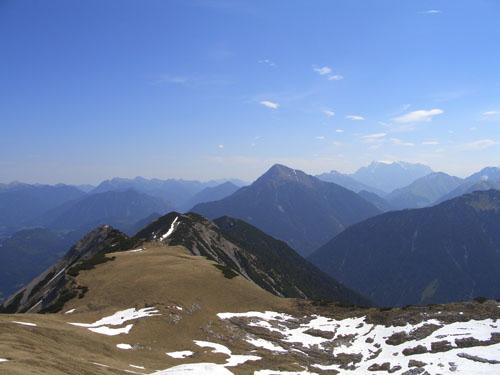 Foto: vince 51 / Wander Tour / Von Forchach auf die Schwarzhanskarspitze / Thaneller und Zugspitze / 06.05.2008 23:03:42