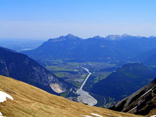 Foto: vince 51 / Wander Tour / Von Forchach auf die Schwarzhanskarspitze / Blick ins Lechtal und auf Reutte / 06.05.2008 23:03:10