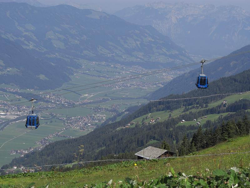 Foto: Charly Weigarten / Mountainbike Tour / Rosenalm Kreuzjoch, Kreuzwiesen Zell / Blick unterhalb der Kreuthütte in Richtung Fügen ins Tal / 02.08.2009 18:09:11