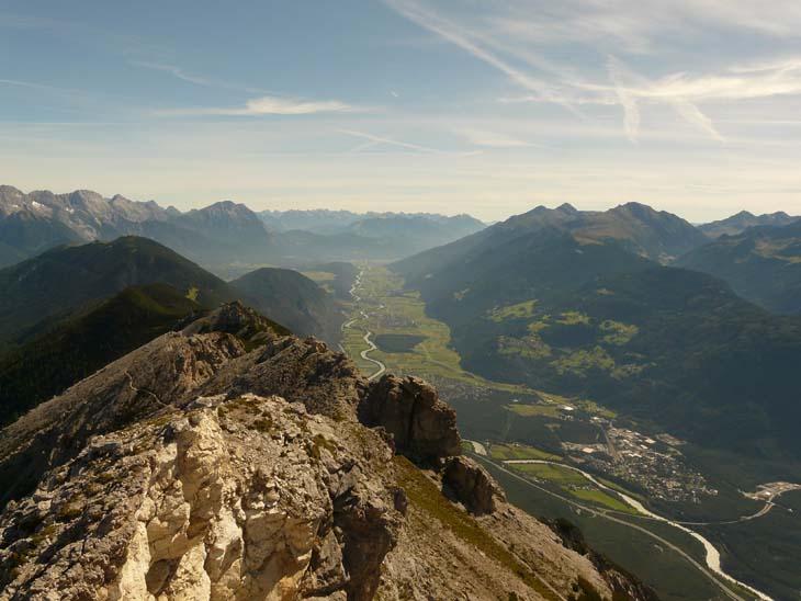 Foto: vince 51 / Wander Tour / Tschirgant / Das Inntal, imHintergrund das Karwendelgebirge / 10.07.2009 20:21:46