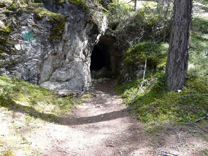 Foto: vince 51 / Wander Tour / Tschirgant / Eingang zu einem alten Bergwerk / 10.07.2009 20:20:12
