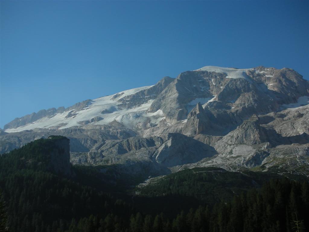 Foto: Bernhard Berger / Rad Tour / Mit dem Rennrad rund um Marmolada, Civetta und Pala / Marmolada (3343m) - höchster Dolomitengipfel / 22.04.2008 06:41:47