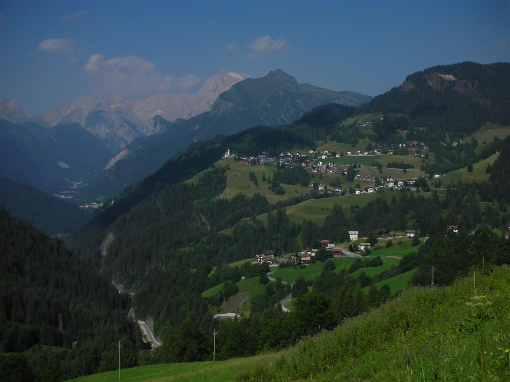 Foto: Bernhard Berger / Rad Tour / Mit dem Rennrad rund um Marmolada, Civetta und Pala / Selva di Cadore - mit Marmoladamassiv / 22.04.2008 06:39:43