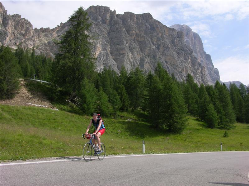 Foto: Bernhard Berger / Rad Tour / Mit dem Rennrad rund um Marmolada, Civetta und Pala / Unterwegs in den Dolomiten I / 22.04.2008 06:36:20