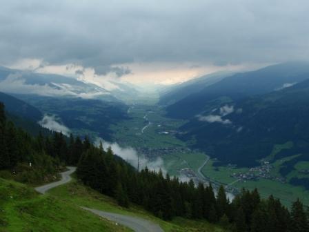 Foto: GeriAut / Mountainbike Tour / Wildkogeltrail / Blick in das Tal / 28.07.2011 20:54:10