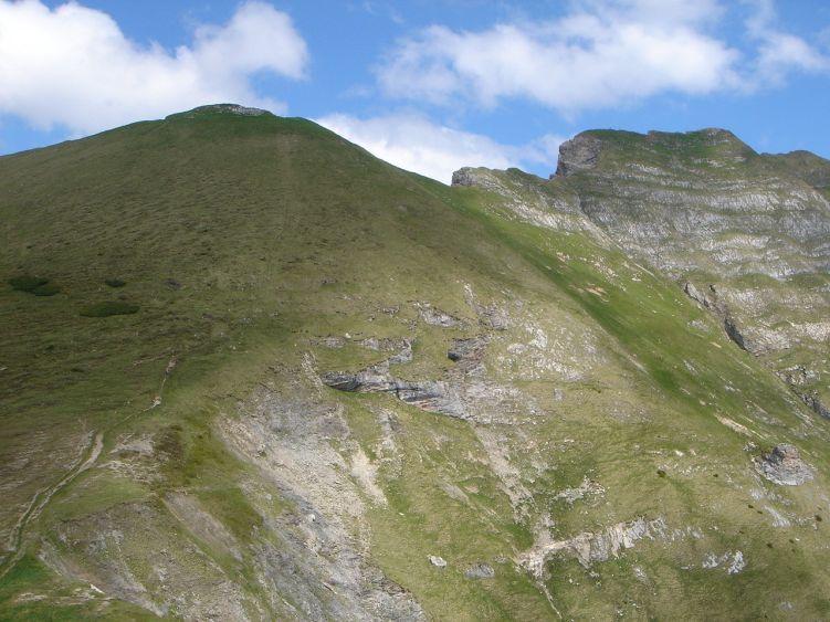 Foto: Manfred Karl / Wander Tour / Höllwand / Unterhalb des Vorgipfels quert man zur Höllwand hinüber / 03.06.2008 15:12:52