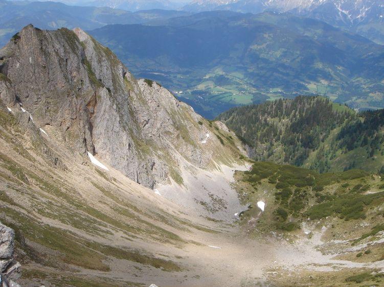 Foto: Manfred Karl / Wander Tour / Höllwand / Tiefblick in das Kar, das nordöstlich von Sandkogel und Höllwand liegt / 03.06.2008 15:08:49