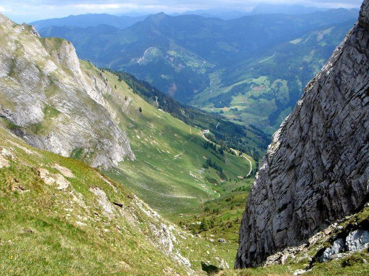 Foto: Manfred Karl / Wander Tour / Höllwand / Tiefblick zur Viehhausalm / 03.06.2008 14:56:59
