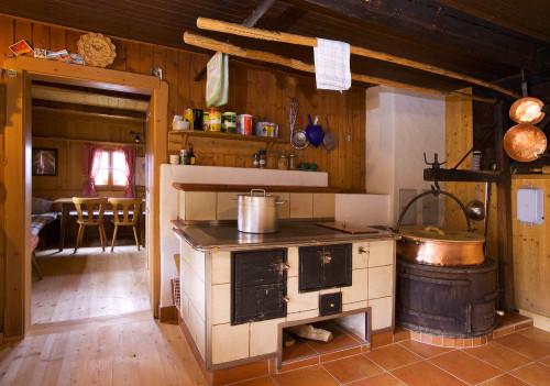 Foto: Kloiber Gabi / Wander Tour / Rundwanderung Ellmautal-Almensteig von Alm zu Alm / Ellmaualm - Küche & Stube / 28.05.2008 10:03:15