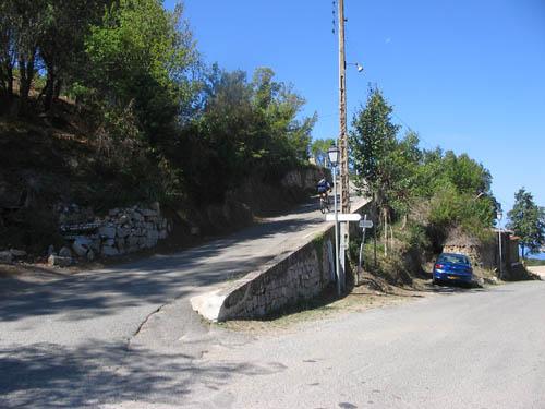 Foto: Lenswork.at / Ch. Streili / Mountainbike Tour / Von Cupabia über den Bocca di Gradello nach Coti-Chiavari / Bei der Abzweigung am Ortsende von Coti Chiavari links bergauf abbiegen / 19.10.2007 18:44:00