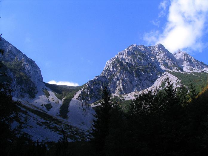 Foto: Andreas Koller / Klettersteig Tour / Hochturm - Nordflankensteig (2088 m) / Blick zum Hainsch Sattel und auf den Loibler Baba (1969 m)  / 18.09.2007 01:28:14