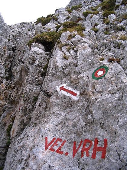 Foto: Andreas Koller / Klettersteig Tour / Hochturm - Nordflankensteig (2088 m) / Der Einstieg in slowenischer Sprache / 18.09.2007 01:22:33
