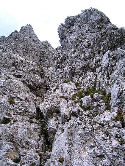 Foto: Andreas Koller / Klettersteig Tour / Hochturm - Nordflankensteig (2088 m) / Die erste steile Rinne gleich nach dem Einstieg / 18.09.2007 01:22:15