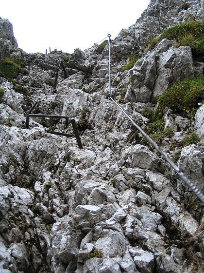 Foto: Andreas Koller / Klettersteig Tour / Hochturm - Nordflankensteig (2088 m) / Die letzten steilen Meter in der 2. Rinne / 18.09.2007 01:19:34