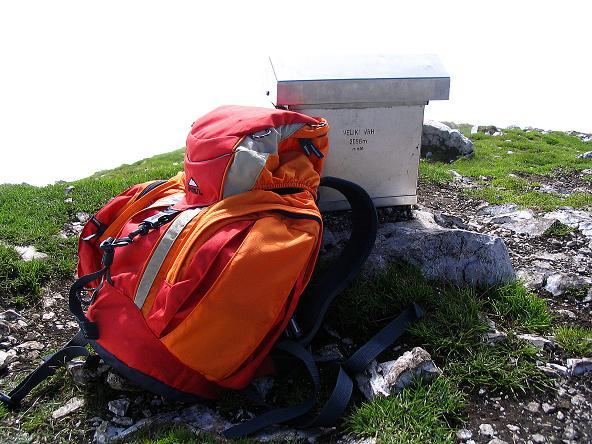 Foto: Andreas Koller / Klettersteig Tour / Hochturm - Nordflankensteig (2088 m) / Die Schachtel des Gipfelbuches / 18.09.2007 01:16:56