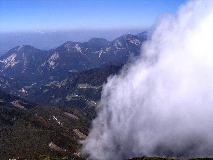 Foto: Andreas Koller / Klettersteig Tour / Hochturm - Nordflankensteig (2088 m) / Stimmungsvoller Nebel im N / 18.09.2007 01:15:49