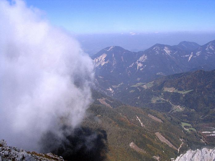 Foto: Andreas Koller / Klettersteig Tour / Hochturm - Nordflankensteig (2088 m) / Blick vom Gipfel nach N ins Klagenfurter Becken / 18.09.2007 01:13:50