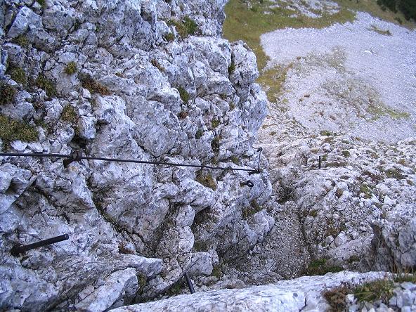 Foto: Andreas Koller / Klettersteig Tour / Hochturm - Nordflankensteig (2088 m) / Der steile Abstieg zum Hainsch Sattel / 18.09.2007 01:05:50