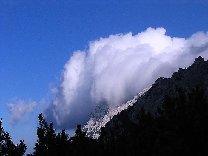 Foto: Andreas Koller / Klettersteig Tour / Hochturm - Nordflankensteig (2088 m) / Wolkenstau auf der Koschuta / 18.09.2007 01:03:56