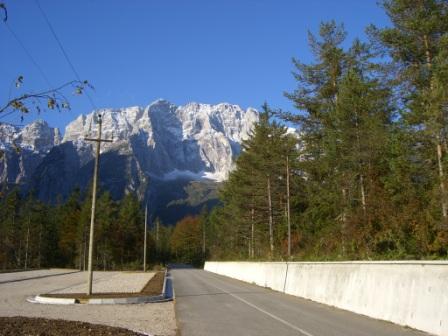 Foto: dobratsch11 / Wander Tour / Jof di Miezegnot (Mittagskofel) 2087m / Die Montasch Nordwand von der Saisera. / 24.09.2007 16:56:14