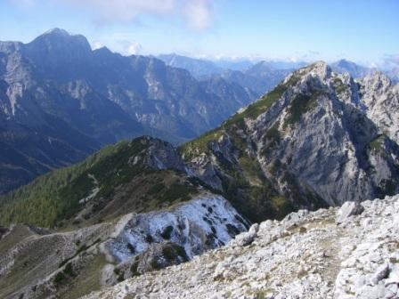 Foto: dobratsch11 / Wander Tour / Jof di Miezegnot (Mittagskofel) 2087m / kurz vor dem Gipfel mit Blick zum M. Piper / 24.09.2007 16:54:26