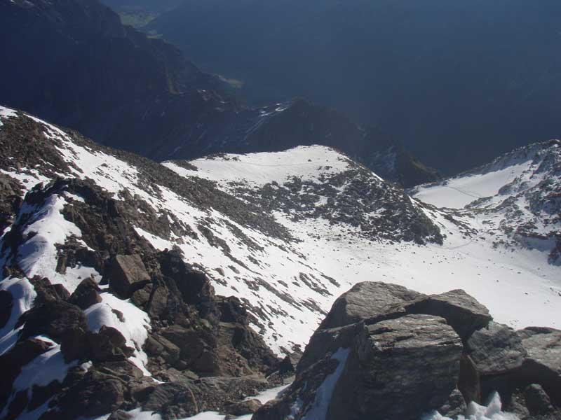 Foto: Grasberger Gerhard / Wander Tour / Über die Elfertürme auf den Habicht / Gletscherrest unterm Gipfelfelsen. / 24.09.2007 16:44:49