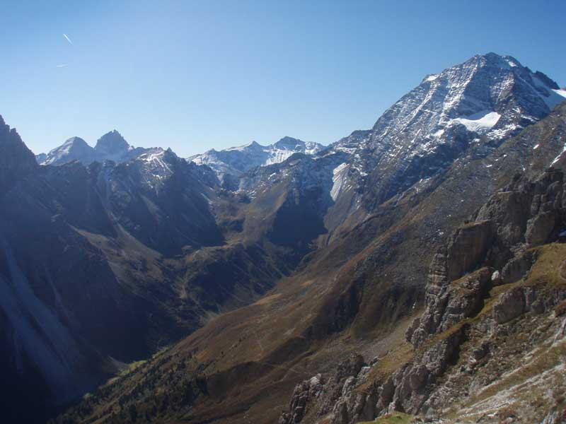 Foto: Grasberger Gerhard / Wander Tour / Über die Elfertürme auf den Habicht / Pinisjoch mit Habicht (rechts) / 24.09.2007 16:41:33