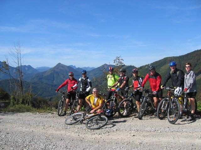 Foto: Jürgen Lindlbauer / Mountainbike Tour / Von Reichraming über das Aueralmbachtal auf die Hohe Dirn / Auf der Anhöhe Geißhanslniedern, im Hintergrund der Kasberg und die Kremsmauer / 25.09.2007 13:01:40
