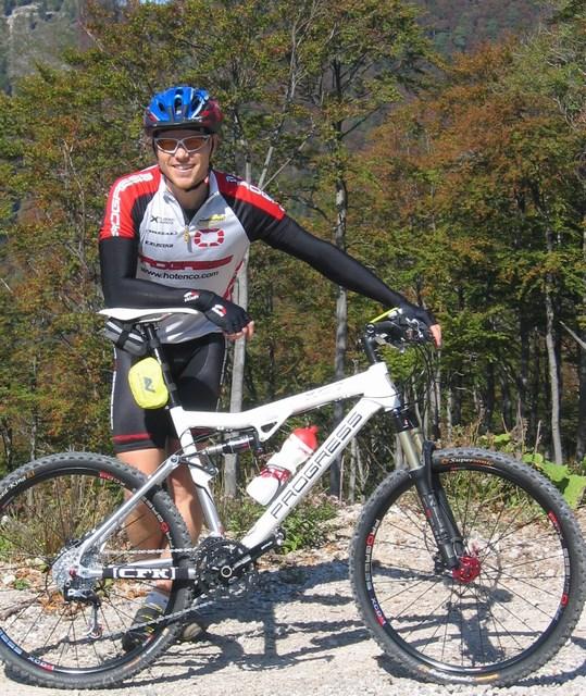 Foto: Jürgen Lindlbauer / Mountainbike Tour / Von Reichraming über das Aueralmbachtal auf die Hohe Dirn / Der Guide mit dem neuen PROGRESS XC7 vom Bikeshop CFK in Grieskirchen  / 25.09.2007 12:57:41