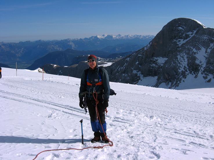 Foto: Andreas Koller / Wander Tour / Über die Steinerscharte zur Adamekhütte (2721 m) / Am Hallstätter Gletscher gegen Hohen Gajdstein (2794 m) / 28.09.2007 19:18:18