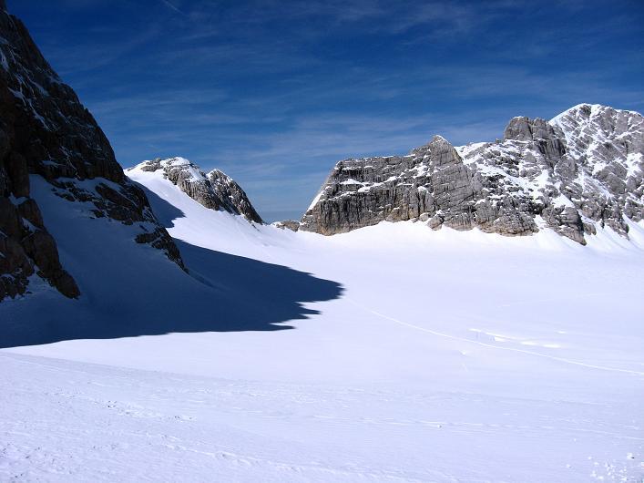 Foto: Andreas Koller / Wander Tour / Über die Steinerscharte zur Adamekhütte (2721 m) / Licht und Schatten am Hallstätter Gletscher gegen die Steiner Scharte / 28.09.2007 19:17:13