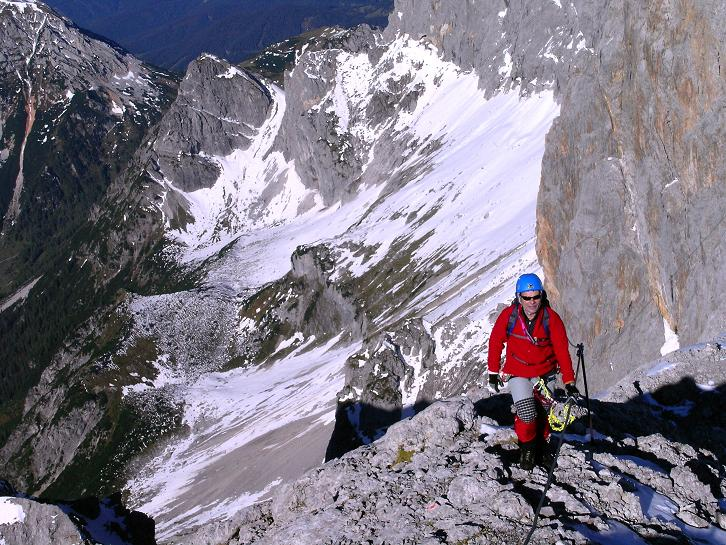 Foto: Andreas Koller / Klettersteig Tour / Westgrat Koppenkarstein neu (2865 m) / Steil geht es hinunter in die Ramsau / 28.09.2007 20:00:56