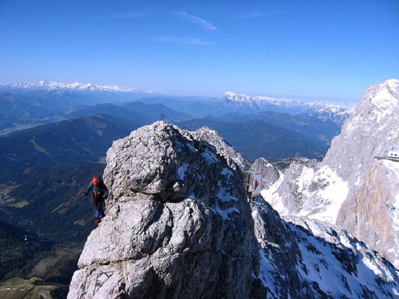 Foto: Andreas Koller / Klettersteig Tour / Westgrat Koppenkarstein neu (2865 m) / Die Seilbrücke über die Austriascharte / 28.09.2007 20:00:17