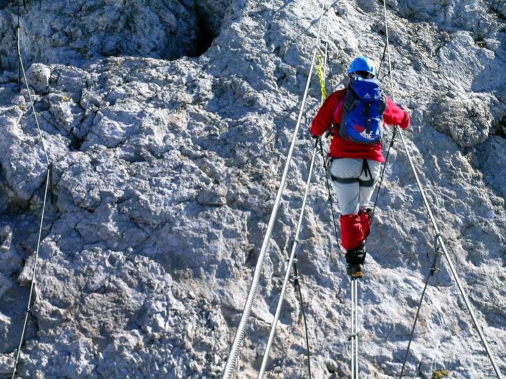 Foto: Andreas Koller / Klettersteig Tour / Westgrat Koppenkarstein neu (2865 m) / Über die ausgesetzte Seilbrücke / 28.09.2007 19:58:53
