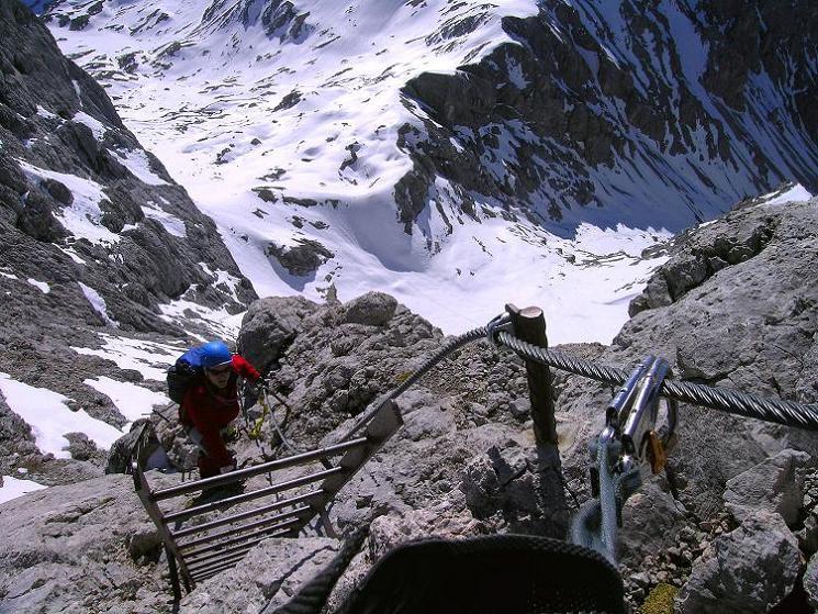 Foto: Andreas Koller / Klettersteig Tour / Westgrat Koppenkarstein neu (2865 m) / Leiternpassage am Grat / 28.09.2007 19:57:09