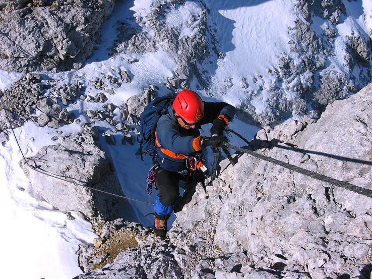 Foto: Andreas Koller / Klettersteig Tour / Westgrat Koppenkarstein neu (2865 m) / Sehr steile Passage am W-Grat / 28.09.2007 19:54:26