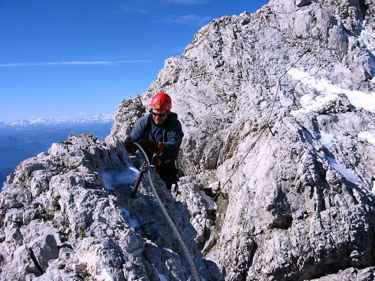 Foto: Andreas Koller / Klettersteig Tour / Westgrat Koppenkarstein neu (2865 m) / Gut versichert verläuft die Route am W-Grat / 28.09.2007 19:54:00