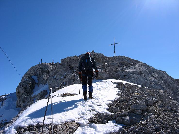 Foto: Andreas Koller / Klettersteig Tour / Westgrat Koppenkarstein neu (2865 m) / Die letzten Meter zum Gipfelkreuz / 28.09.2007 19:52:34