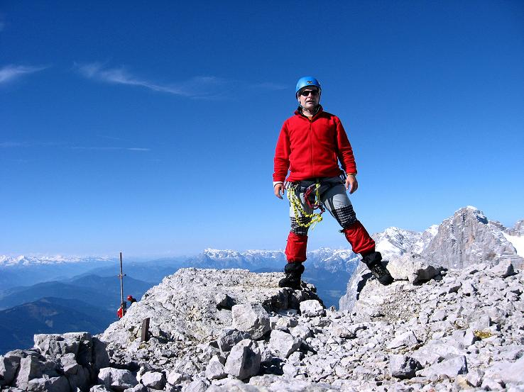 Foto: Andreas Koller / Klettersteig Tour / Westgrat Koppenkarstein neu (2865 m) / Rast am Großen Koppenkarstein mit Blick auf den Hohen Dachstein (2996 m) / 28.09.2007 19:50:04
