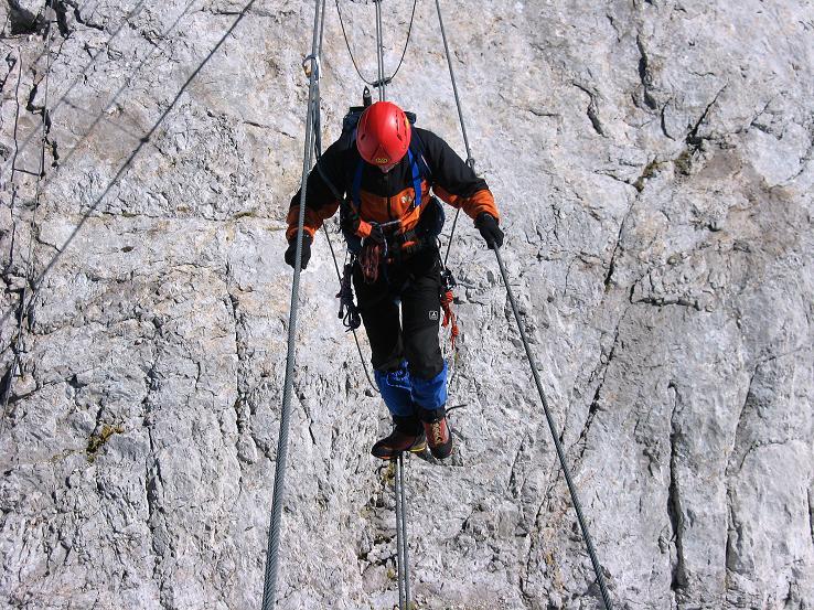 Foto: Andreas Koller / Klettersteig Tour / Westgrat Koppenkarstein neu (2865 m) / Noch einmal der Nervenkitzel über die Seilbrücke / 28.09.2007 19:44:13