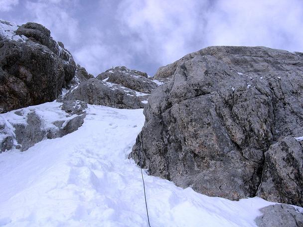 Foto: Andreas Koller / Wander Tour / Hoher Dachstein und Windlegerscharte (2996 m) / Bei Schnee gefährlich: der Randkluft-Steig / 01.10.2007 19:38:49