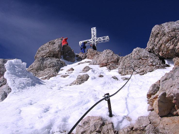 Foto: Andreas Koller / Wander Tour / Hoher Dachstein und Windlegerscharte (2996 m) / Die letzten Meter zum Gipfelkreuz am Dachstein / 01.10.2007 19:37:56