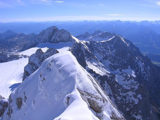 Foto: Andreas Koller / Wander Tour / Hoher Dachstein und Windlegerscharte (2996 m) / Blick vom Dachstein nach O zum Koppenkarstein (2865 m) und in die Niederen Tauern / 01.10.2007 19:37:36